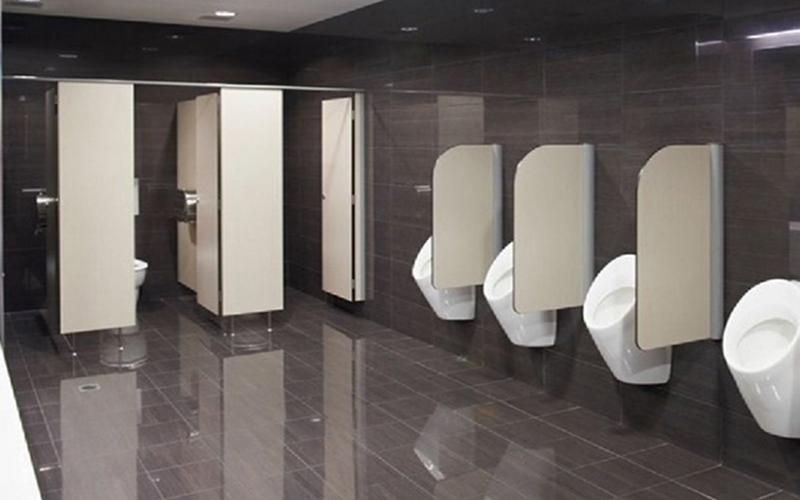 Có nên sử dụng vách ngăn vệ sinh nhà hàng compact không?